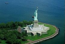 ༺♥༻New York༺♥༻ / Considerada la ciudad más importante del mundo a nivel económico y cultural, Nueva York se ubica en el estado homónimo de Estados Unidos aunque no es su capital a pesar de poseer la población más numerosa no sólo de ese estado si no del país entero. Nueva York, conocida también como la Gran Manzana es uno de los centros económicos, poblacionales y culturales del mundo, tiene ocho millones de habitantes . Además, Nueva York es la sede de las Naciones Unidas. / by ✿⊱╮Marcela╭⊰✿