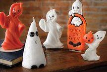 """★Halloween★ / Cada año se hace más popular la celebración de la """"fiesta"""" de Halloween o noche de brujas. Los niños, con la plena aprobación de sus padres, salen por la noche del 31 de Octubre, vestidos de fantasmas, vampiros, calaveras o demonios, pidiendo dulces casa por casa. / by ✿⊱╮Marcela╭⊰✿"""