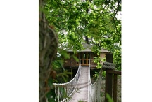 Treehouse holidays / A treehouse holiday is pretty much a child's dream - and if you choose a luxurious one, then it might turn into yours too.....