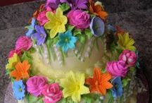 COLOURS BEAUTIFUL CAKES ! / by Betty BERGER