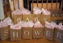 Baby Shower Ideas // Baby shower ideer / Håper at du fra denne tavlen finner inspirasjon til å arrangere en flott baby shower. Mer informasjon om hvordan du kan planlegge baby shower finner du på www.planlegg.no.