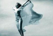 Nel vento / Nessuno mi pettina bene come il vento.  Alda Merini