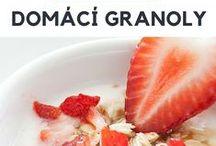 Vydatné snídaně bez pšenice / Recepty na domácí musli, granoly, bublaninu, pečivo, lívanečky, palačinky a proteinová smoothies bez použití pšeničné mouky.