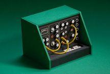 ∞ lifestyle | Dan McPharlin / Dan McPharlin's analog synth miniatures. Moog, Roland, Akai, Yamaha, Analogue, Computer, Console, paper art, sampler, composer, sequencer.
