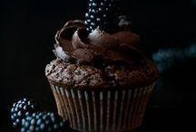 Schokolade / Jeder mag Schokolade. Schokolade macht glücklich. Du bist was du isst. Du bist Schokolade. Sei wie Schokolade.