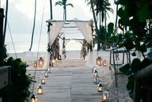 BEACH WEDDINGS / You can never go wrong with a beach wedding, here are our style tips.