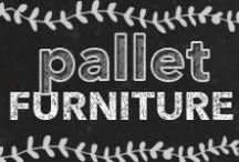 Pallet Furniture Projects / DIY Pallet Furniture Tutorials and Ideas. Pallet tables, shelves, beds, and crafts. Step-by-step instructions and How To's for awesome pallet art and furniture.