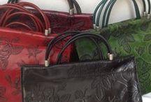 Handtaschen, Minibags in Leder / Damen Handtaschen begeistern durch außergewöhnliches Design, perfekte Verarbeitung und extravagante Farben und Oberflächen. Zeitlos-perfekte Taschenkreationen für unterwegs. Stil besticht Funktionalität!