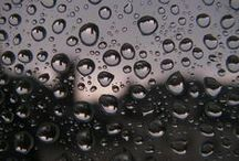 Gouttes d'eau / Reflet et miroir des gouttes d'eau.