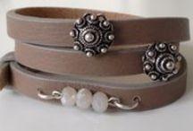Zeeuwse Knop / Sieraden, armbanden(leer of metaal) met Zeeuwse Knop.