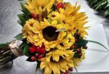 Bouquet de Girasoles / Para el verano y las novias de felicidad contagiante lo ideal es iluminar su bouquet con girasoles.