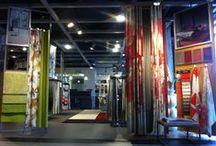 Showroom / Onze eigentijdse showroom vind u in het stadje IJlst vlakbij Sneek. Hier kunt u al onze producten zelf uit proberen en staalmateriaal uitzoeken om thuis te bekijken.