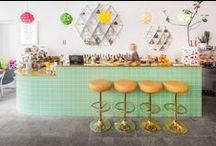 """Einrichten im Retro- und Vintage-Style: das Cafe """"August"""" in Tallinn / In der Altstadt von Tallinn, an der Ecke von Müürivahe und Väike-Karja Straße wurde dieses Jahr ein kleines, gemütliches Café eröffnet, das durch seinen besonderen Stilmix aus Retro- und Vintage-Elementen als gelungenes Beispiel für hervorragende Einrichtungsideen dient."""