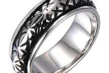 Anillos de Hombre / Descubre toda nuestra colección de anillos de hombre fabricados con acero inoxidable y/o tungsteno.