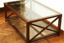 Tavoli mobiletti e carrelli / Tavoli, mobiletti  e carrelli in legno, perspex e altri materiali.
