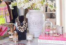 Jewelry Merchandising / Jewelry displays we LOVE. How you display your jewelry in your retail boutique can make a huge impact. Here's some ideas for visual merchandising.