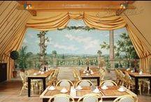Wandmalerei / Lassen Sie sich durch unsere klassischen und modernen Malereien gestalterisch in einen besonderen Rahmen setzen. Ob nun prächtige Hotelhalle mit großem Panoramagemälde, intimes Gästebadezimmer mit dekorativer Malerei oder sachliches Schlafzimmer in Japanlacktechnik: