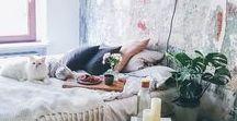 chambre / Parce qu'une chambre est un endroit où on rêve, on vole, on s'inspire il faut qu'elle permette de voyager grâce aux couleurs, aux matières et à son atmosphère.