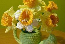 FLORES Y FRUTAS TEJIDAS / En este tablero encontrarás todo tipo de flores tejidas en crochét o agujas, para hacer todo tipo de manualidades. / by Maria de Lourdes Hernandez Campos