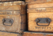 Old wood boxes / Ancienne boîte en bois