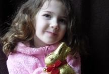 Soutěžní fotografie Zajíček / Chcete vyhrát zásobu čokolády na celý rok? Tak vymyslete svoji dekoraci s velikonočními produkty Lindt nebo pošlete fotku sebe se zlatým zajíčkem Lindt, tipněte si, kolik zlatých zajíčků se na fotkách objeví a vyhrajte! http://www.velikonoce-lindt.cz/ #easter #chocolate #bunny