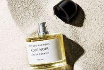 Fragrances / In love with... Düften? Parfums könnten unterschiedlicher nicht sein. Durch sie kann man seine Persönlichkeit unterstreichen. Hier findet ihr ein paar der interessantesten und bekanntesten Düfte weltweit. Be inspired: