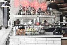 Die schönsten Cafés weltweit / Wer liebt es nicht, in einem Café zu sitzen und einen leckeren Kaffee, Cappuchino oder Tee zu trinken und ein Stück Kuchen dazu zu essen? Hier sind die wunderschönsten Cafés, die ich hier auf Pinterest finden konnte. Vielleicht seid ihr ja irgendwann mal in einer der Städte und könnt das ein oder andere Café auschecken. Lasst euch inspirieren: