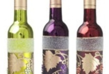 Gifts for Wine Lovers / A variety of decorations and gifts for the wine lover you know