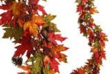 Thanksgiving Decor /  Glittering Fall Table Setting and Centerpiece Ideas