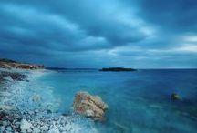 """Sardinia landscape / """"La vita in Sardegna è forse la migliore che un uomo possa augurarsi: ventiquattro mila chilometri di foreste, di campagne, di coste immerse in un mare miracoloso dovrebbero coincidere con quello che io consiglierei al buon Dio di regalarci come Paradiso. I sardi a mio parere deciderebbero meglio se fossero indipendenti all'interno di una comunità europea e mediterranea."""" Fabrizio De Andrè #travel #sardinia #italy"""