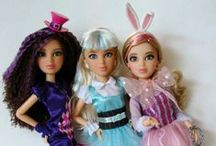Barbie & Fashion Dolls / Fashion Dolls and Barbies