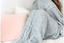 M E R M A I D _ B L A N K E T S / Knitted mermaid blankets - great to keep warm or as a gift!
