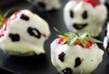 Halloween / Inviter venner og familie til en farvestrålende halloweenfest! Med halloweenburgere og uhyggeligt lækkert bagværk som monstermuffins, og marengsspøgelser bliver festen en succes for både store og små