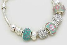 Jewelry / Colgantes, brazaletes...más  / by Vivi Rojas Ramos