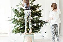 ✷ CHRISTMAS ✷ / Det bästa med julen som jag vet, det är inte julgran och alla paket. Det är när i fönstret man har hyacinter, en julstjärna uppe och ute är vinter.  Det bästa med julen som jag vet, det är inte julmat och alla paket. Det är när man stökar och pyntar i husen. Och julkvällen, när vi har tänt alla ljusen.  Det bästa med julen varje år, det är inte godis och det som man får. Det är att på julen man verkligen känner man vill va tillsammans och trivas som vänner.