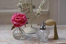 Perfume Bottle / リスベスダールのパフュームボトル。ドレッサーを華やかに彩ります。
