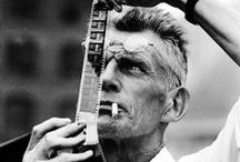 Samuel Beckett / Οι αναμνήσεις σε σκοτώνουν. Δεν πρέπει λοιπόν να σκέφτεσαι όσα αγαπάς, ή μάλλον καλύτερα να τα σκέφτεσαι, γιατί ειδάλλως διατρέχεις τον κίνδυνο να τα βρεις, λίγο λίγο, στο μυαλό σου. - Διωγμένος (1946)