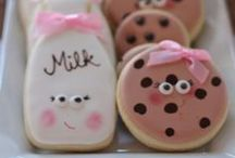 Baby Shower Cookies / Cookies are a great treat or favor idea for a baby shower. Here are some baby shower cookie ideas.