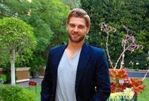 Mike Vogel / Mike Vogel was born on July 17, 1979 in Abington, Pennsylvania, USA as Michael James Vogel. He has been married to Courtney Vogel since January 2003. They have three children.