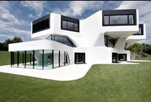 Casas con exteriores blancos y geométricos / http://bit.ly/1rjlALd  http://www.interiorismo.cat/blog/  http://www.lf24.es/