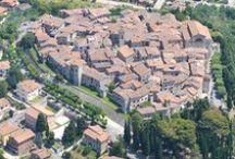 Monte Castello di Vibio / Scopri Monte Castello di Vibio in Umbria uno dei borghi più belli d'Italia Roccaforte medievale del XIV° secolo con il teatro più piccolo del mondo