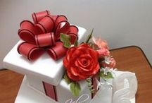 Gifts & Hearts Cakes / by Nurit Zodrow