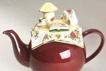Teapots with Tea on it's lid & of cats / by Nurit Zodrow