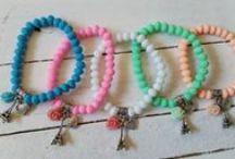Armbanden / Leuke hippe armbanden uit eigen atelier. Zijn verkrijgbaar in vele kleuren.