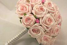 Bridal bouquets in Greek islands / Impressive, unique or romantic your #bridalbouquete should definitely reflect your style! http://marryme.com.gr/