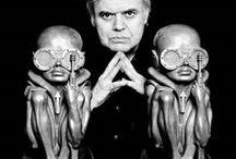 HR Giger / Ханс (Ганс) Ру́дольф «Рюди» Ги́гер (нем. Hans Rudolf «Rüdi» Giger); 5 февраля 1940, Кур Граубюнден, Швейцария — 12 мая 2014, Цюрих, Швейцария[5]) — швейцарский художник, представитель фантастического реализма, наиболее известный своей дизайнерской работой для фильма «Чужой».