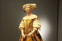 Paper Illusions / Historic fashions made of paper by Isabelle de Borchgrave.