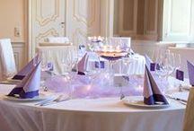 Hochzeitsdeko in Lila-Flieder / Wir haben für Euch zwei wunderbare Hochzeitsdeko-Konzepte in Lila und Flieder zusammengestellt. Ob Tafel oder Rundtisch - diese Tischdeko für die Hochzeit liegt voll im Trend! Lasst Euch inspirieren!