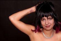 Fekete-pink ombre portfólió / Egy vadóc színötvözet, amely a fekete és a rózsaszín erős eltéréséből fakad. Egy tetkós lánynak tökéletes választás  Ha te is szeretnél egy ilyen portfóliót fordulj hozzánk bizalommal!  Haj: Szőcs-Trekovanyic Magdolna - Magdi Szépségszalon Fotó: Krisztina Máté Smink: Mikolay Fanni Modell: Júlia Dancsi