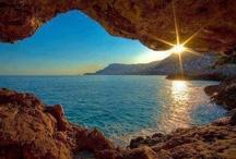 Alanya, Turkije, Hotels en sfeer foto's / Hoog op de rotsen, op een kleine kaap ligt het oude Alanya, het antieke Korakesion, dat later tijdens het Seldsjoekse Rijk Alâiye werd genoemd. Mooie lange zandstranden met op de achtergond het Taurus gebergt